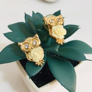 Jewelry - EUC Gold Tone Owl with Flower Earrings